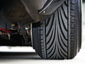 'Stretched sidewalls' might give a vehicle a sharp stance, but tire tech/salesmen should warn that it can seriously damage UHPtires and endanger drivers.
