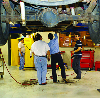Solid-live-rear-axle-inspection