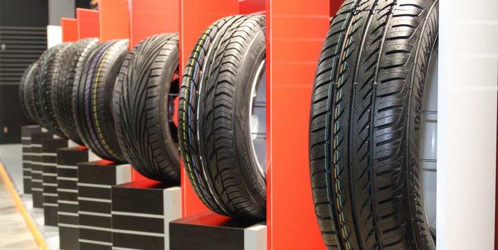 Tire-Showroom-Sales-Display-POP
