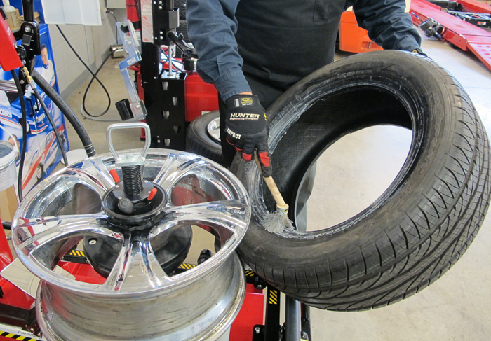 Many tire dealerships use on-the-job-training when it comes to learning to mount and dismount passenger tires. This can lead to bad habits being passed from generation to generation. Proper training can prevent these habits from being passed down.