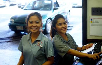 lexbrodies-honolulu-staff