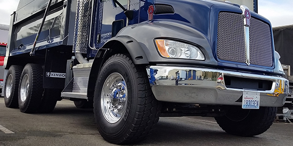Kenworth-wide-base-385-steer-tires-T370-upper-axle-ratings-featured