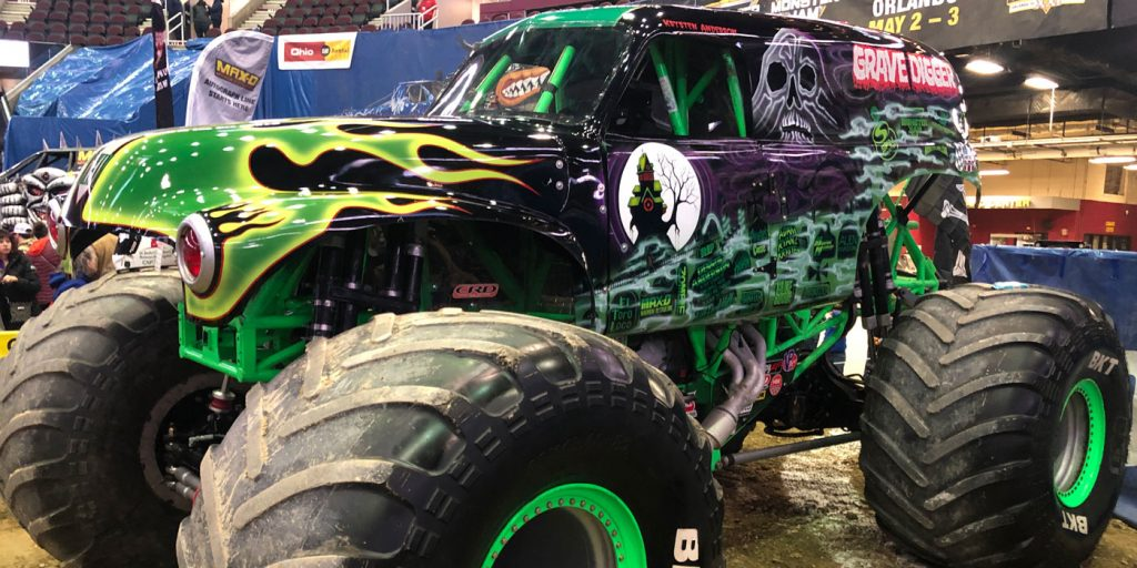 BKT-Monster-Jam-Gravedigger-Side