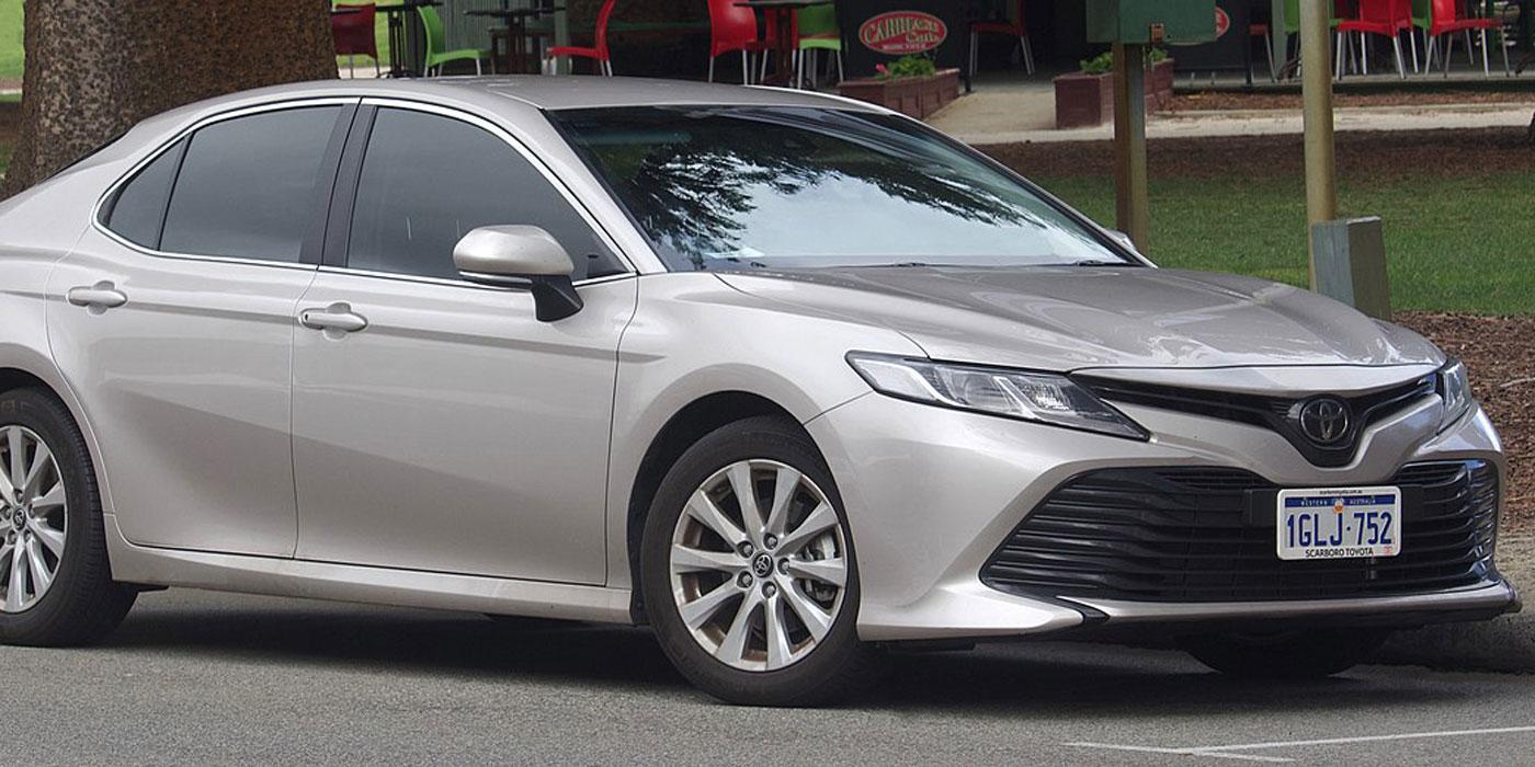 Toyota_Camry_large-rims
