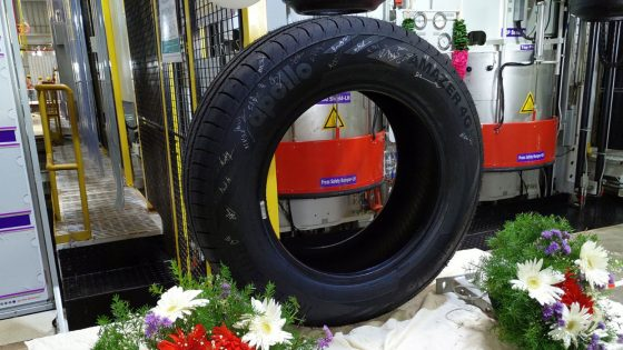 First-tyre-produced-Apollo