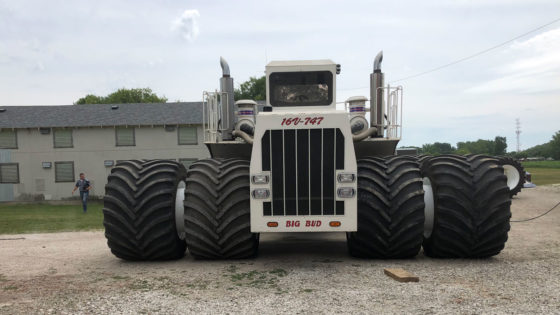 Big-Bud-747-Largest-Tractor-Titan