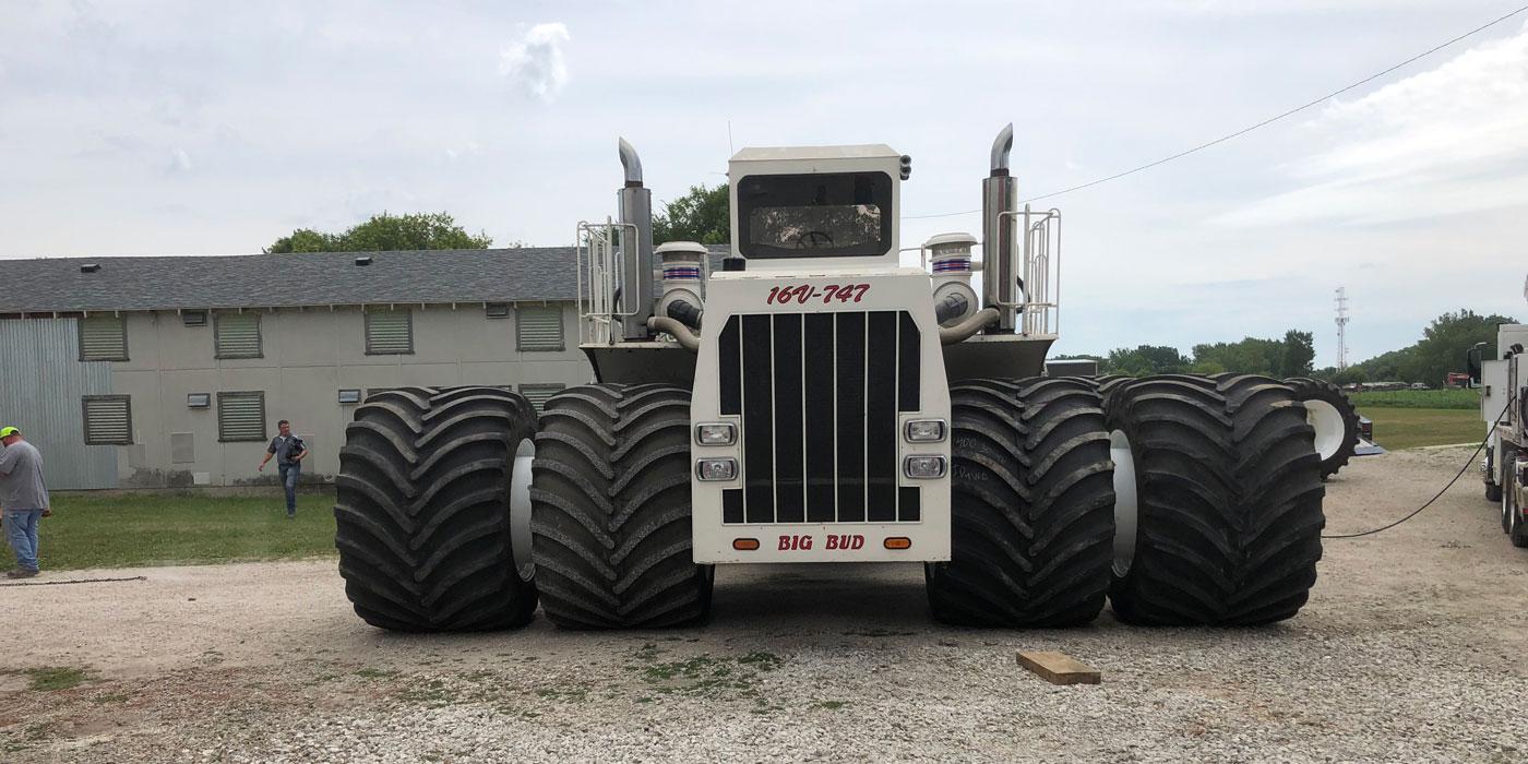 Big-Bud-747-Largest-Tractor-Titan