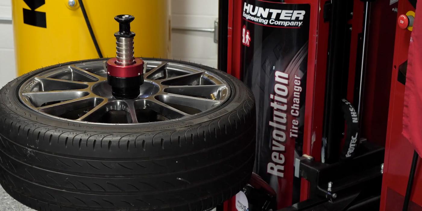 Hunter-Mounting-Tires
