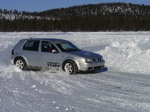 nokian provides dealers with hands-on experience at its ivalo, finland, test center in order for participants to take that winter tire knowledge back to customers and help them make informed decisions.
