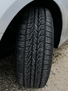The tires tread pattern features Peak Anti-Slip Sipe Design Technology, which increases the number of biting edges for traction on slippery roads, and Low Surface Abrasion Technology, which provides construction elements that reduce tread distortion as the tire rolls to promote even treadwear and extended treadlife.